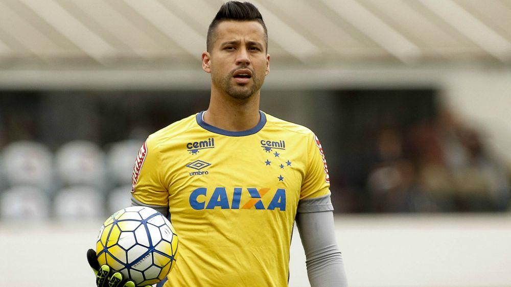 Fábio celebra volta ao Cruzeiro após oito meses parado