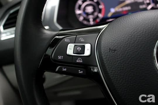 標配前方行車安全輔助套件,更進一步協助車主盡可能降低追撞風險。