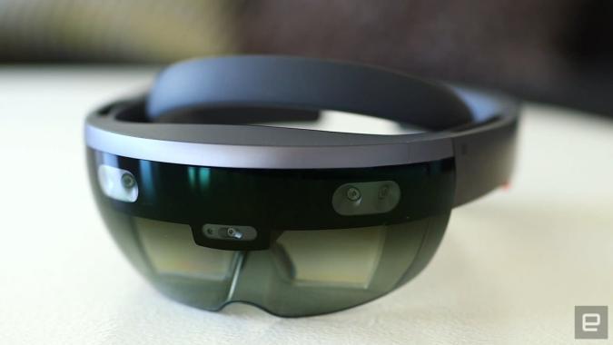 Microsoft lässt andere Firmen HoloLens-Geräte bauen