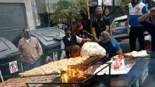 """17 de octubre: el """"chorimóvil"""" de la caravana por el Día de la Lealtad que causó furor en las redes"""