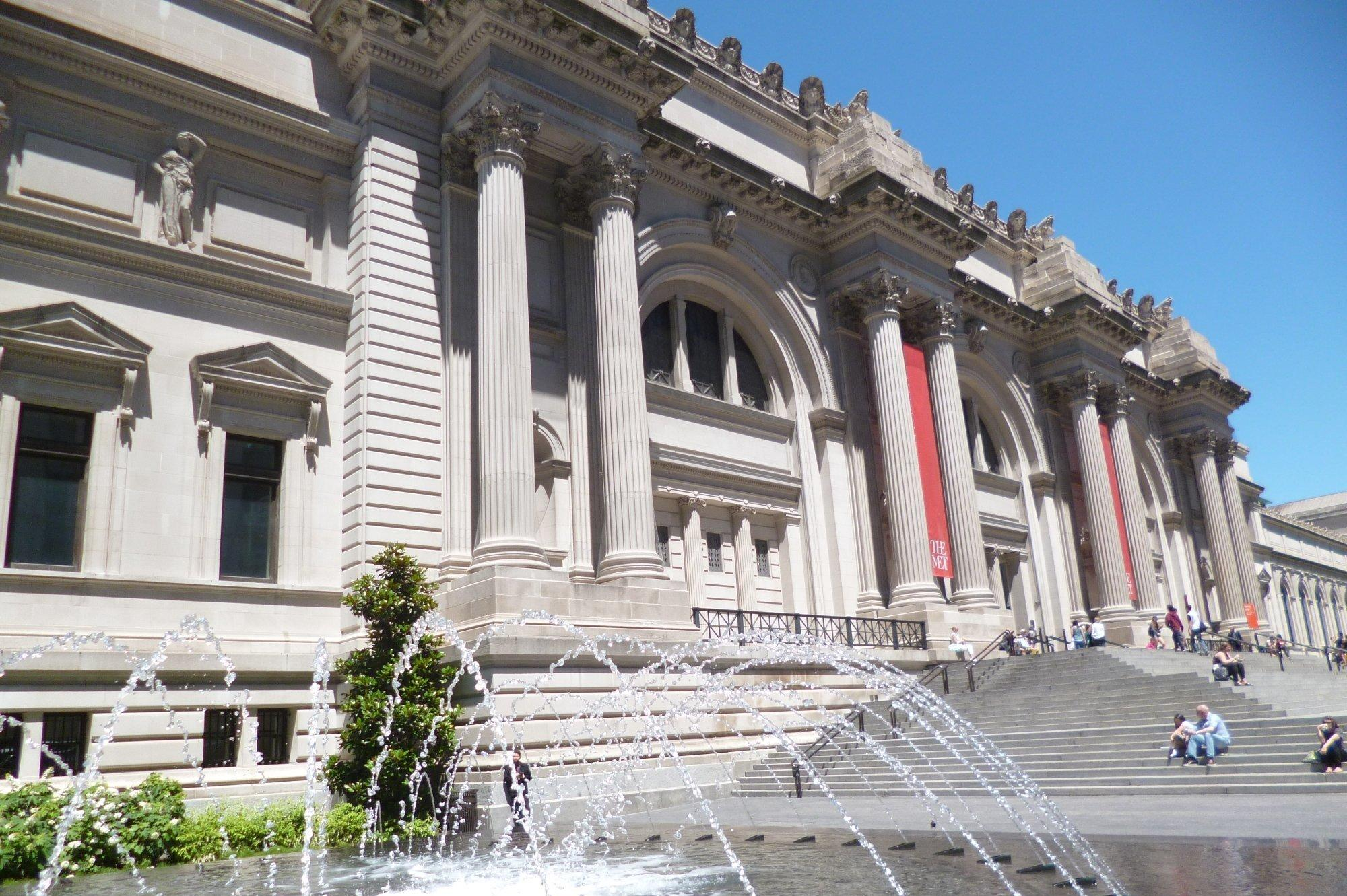 """The <a href=""""http://www.metmuseum.org/"""" target=""""_blank"""">Metropolitan Museum of Art</a>, better known as the Met, is the biggest museum in the US and one of the best known and most visited in the world. It houses a wide range of collections, from Egyptian art to musical instruments and armour."""