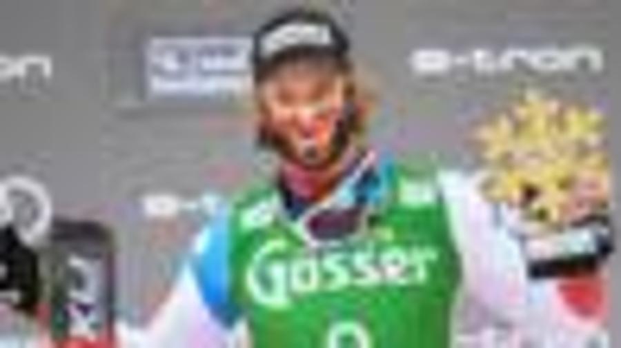 Ski-Star mit kurioser Maske bei Siegerehrung