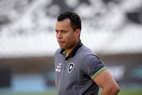 Quebra-cabeças: como Jair pode escalar o Botafogo na Libertadores