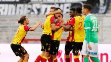 Lens beat nine-man Saint Etienne 2-0 to go second in Ligue 1
