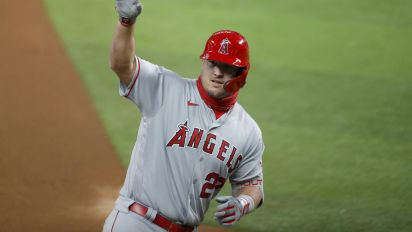 Mike Trout loves hitting dingers on his birthday