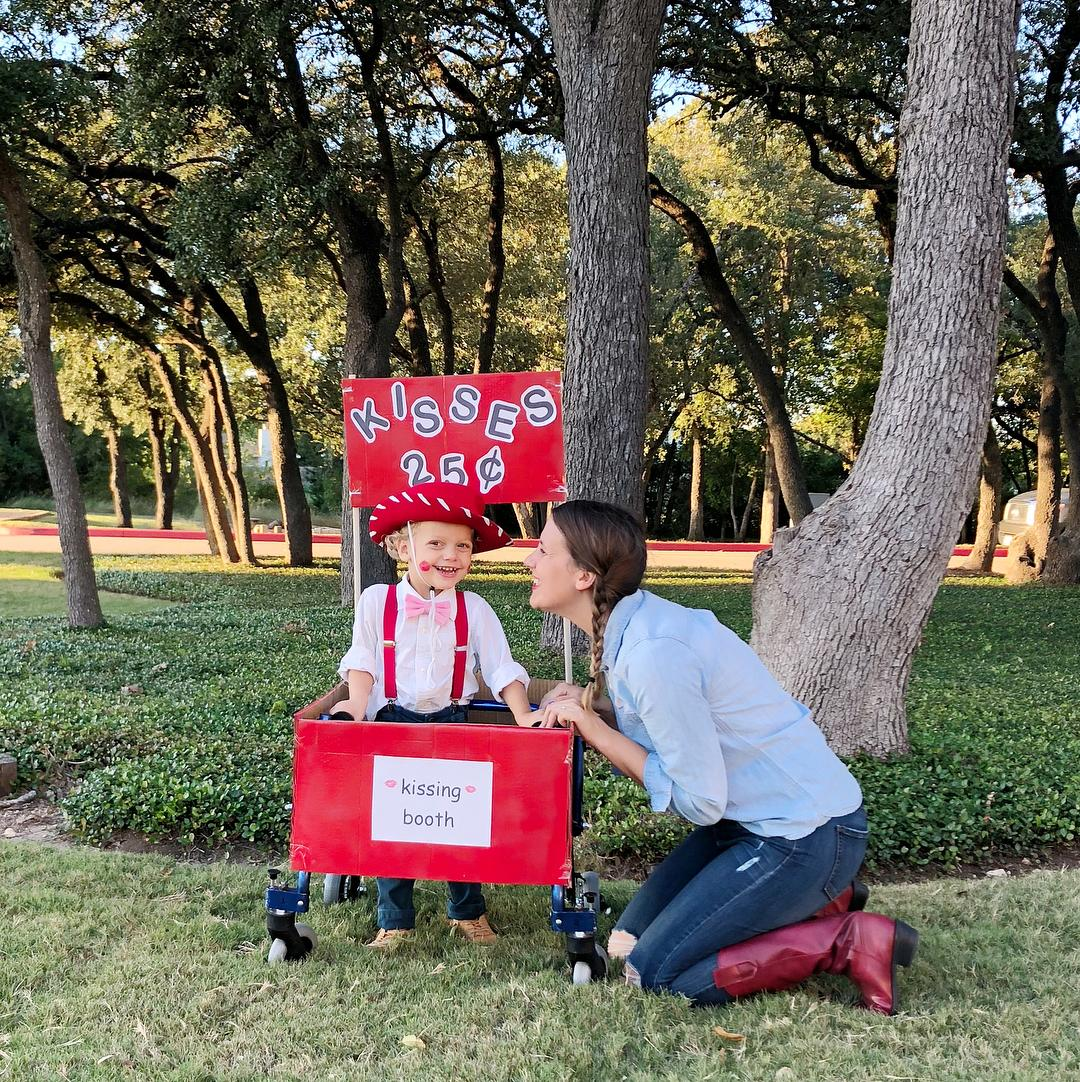 Toddler S Kissing Booth Halloween Costume Melts Hearts Everywhere