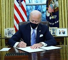 Biden sets to work on reversing Trump policies with executive orders