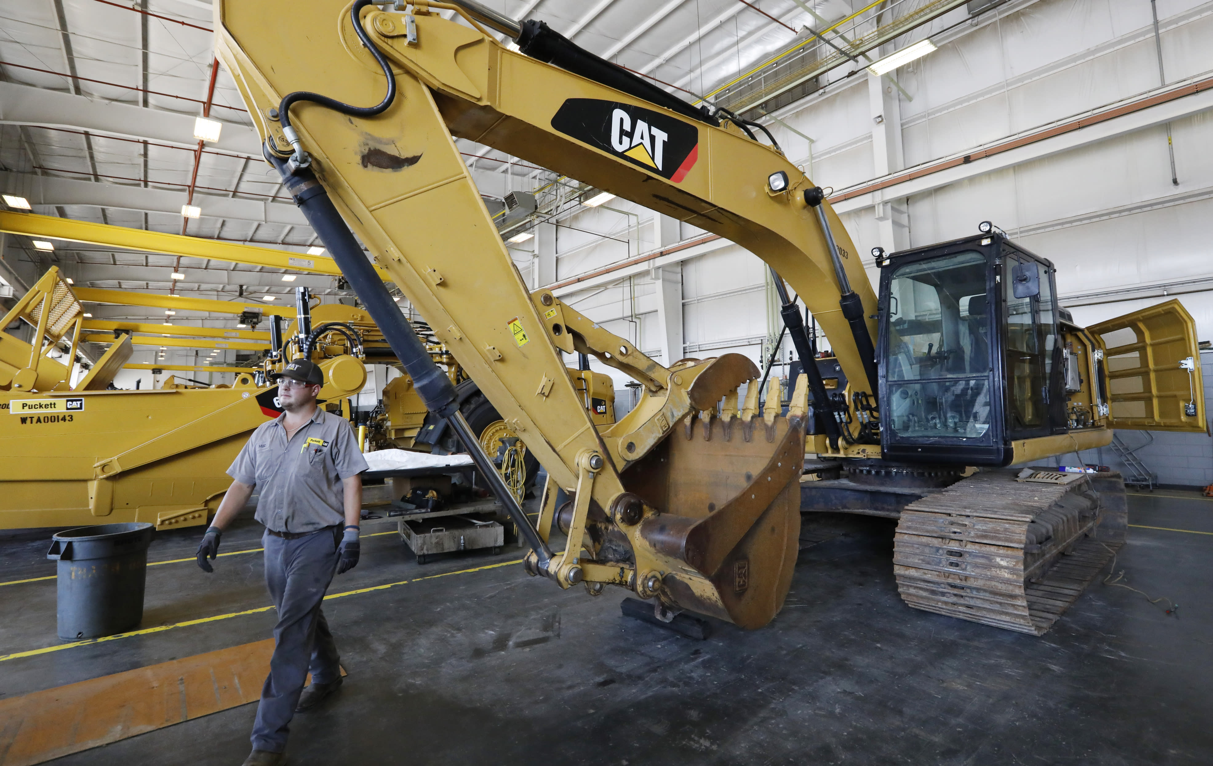 USA  manufacturing dives to 10-year low as trade tensions weigh