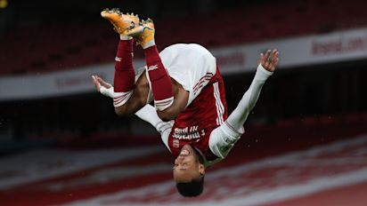 Pierre-Emerick Aubameyang scores twice as Arsenal see off struggling Newcastle