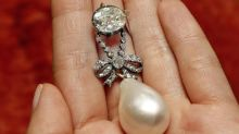 Le pendentif à la perle de Marie-Antoinette vendu 36,2 millions de dollars à Genève