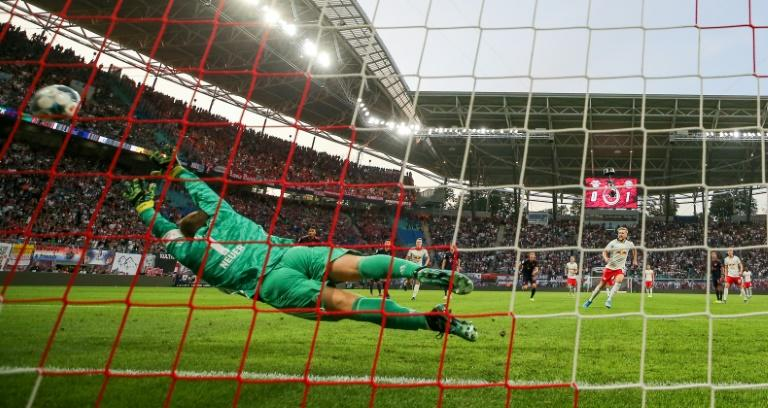 Emil Forsberg's first-half penalty saw Leipzig hold Bayern Munich to a 1-1 draw in an early title race six-pointer on Saturday (AFP Photo/Jan Woitas)