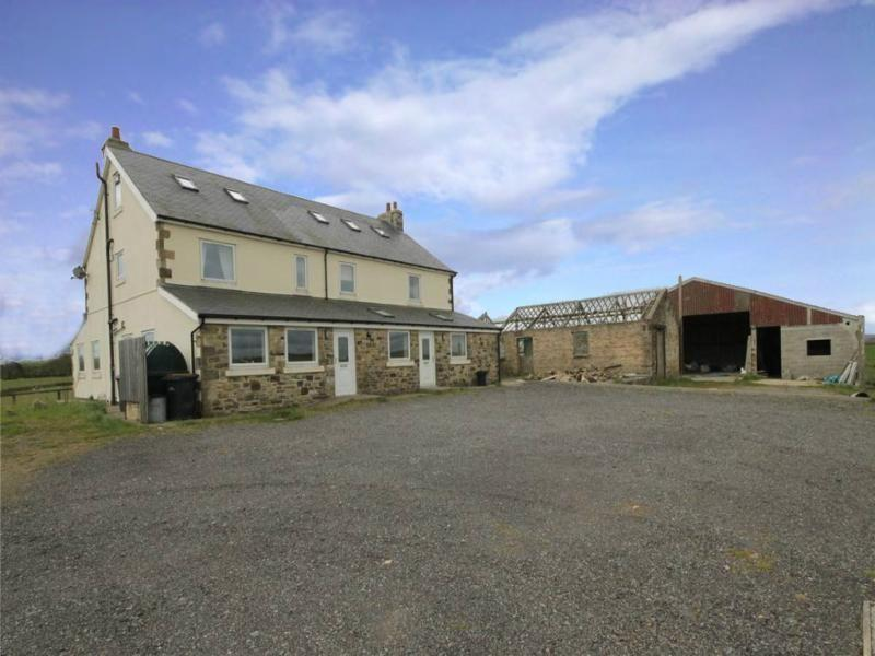 <p>The number one most viewed property in 2015 was this 6-bedroom farmhouse in County Durham.</p>  <p>It demonstrates that we're a nation of dreamers, drawn by the affordable £175,000 price tag - as well as the huge potential of a six-bedroom farmhouse, outbuildings, almost eight acres of land and planning permission for a wind turbine.</p>  <p>It's no wonder s many thousands of us popped online to dream of a cheaper and simpler life in the country.</p>