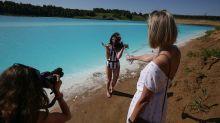 PHOTOS: Siberians flock to toxic lake for 'Maldives' selfies
