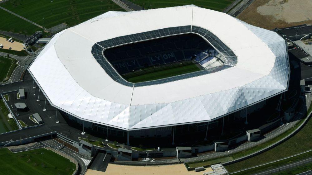 Pelouse envahie et violents incidents au Parc OL avant Lyon-Besiktas