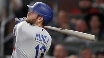 Power surge: Dodgers set MLB HR record