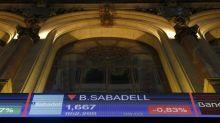 El IBEX 35 pierde un 0,72 % por las caídas de la banca