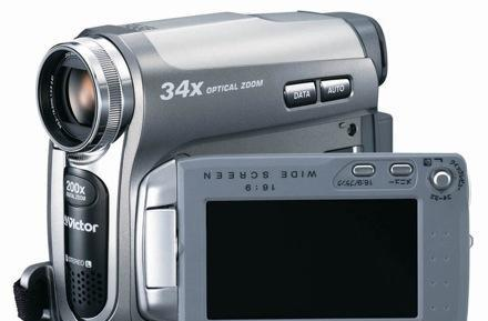 """JVC's GR-D750 camcorder with """"world's highest"""" 34x optical zoom: for moms and creepy men"""