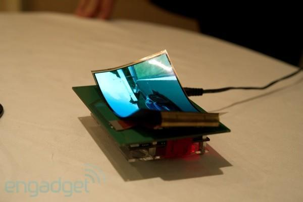 Samsung shows flexible and transparent displays at CES 2011 (video)