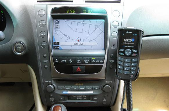 Cartel's CT-2000 in-car Bluetooth handset adds music control, can't shake the retro