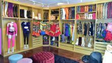 Joelma abre closet e impressiona com coleção de botas