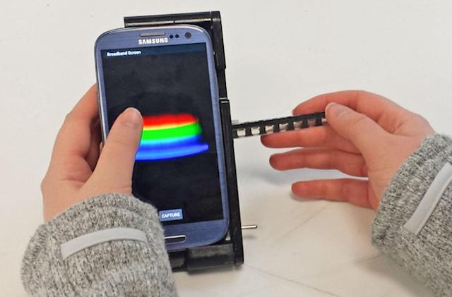 $550 dock turns a smartphone into a medical lab