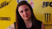 Lena Dunham se disculpa por defender al guionista de Girls acusado de abuso sexual