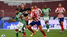 Com um a menos, Atlético de Madrid vence o Betis e garante vaga na Champions