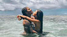 """Brunna Gonçalves curte praia com Ludmilla e se derrete: """"Eu e você pra sempre"""""""