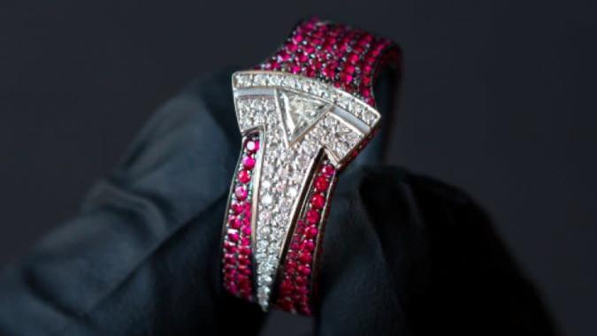 Famous jeweler who made Tesla ring for Elon Musk gets locked inside Model X