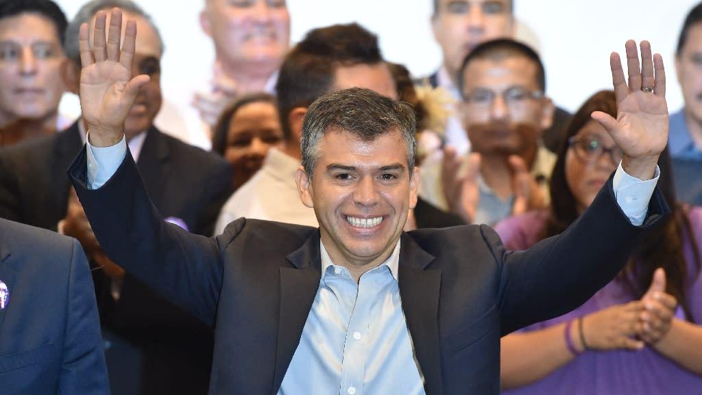 "Peru presidential candidate for ""Todos por el Peru"", Julio Guzman, was disqualified Wednesday over procedural irregularities (AFP Photo/Cris Bouroncle)"