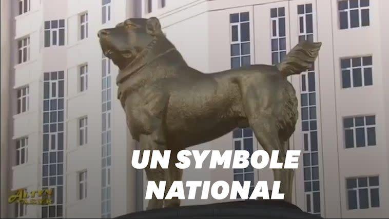 Au Turkmenistan Le President Inaugure Une Statue En Or Geante A L Effigie De Son Chien Fetiche