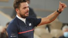 Wawrinka minces Murray in battle of former Grand Slam champions at French Open