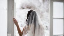 Brautkleid: Schöne Rosen an ungünstigem Platz