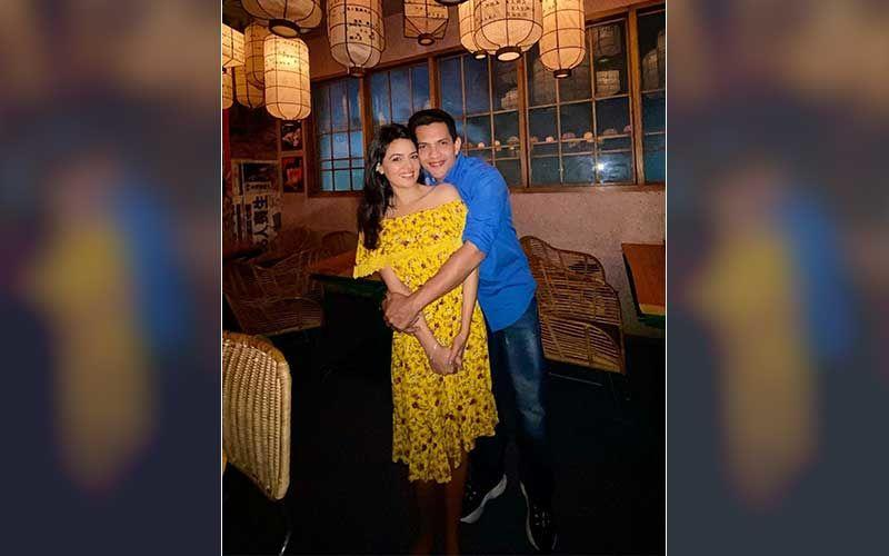 Aditya Narayan Drops First Pic With Long Time Gf Shweta Agarwal And Confirms Getting Married In December Goes Off Social Media For Shaadi Prep
