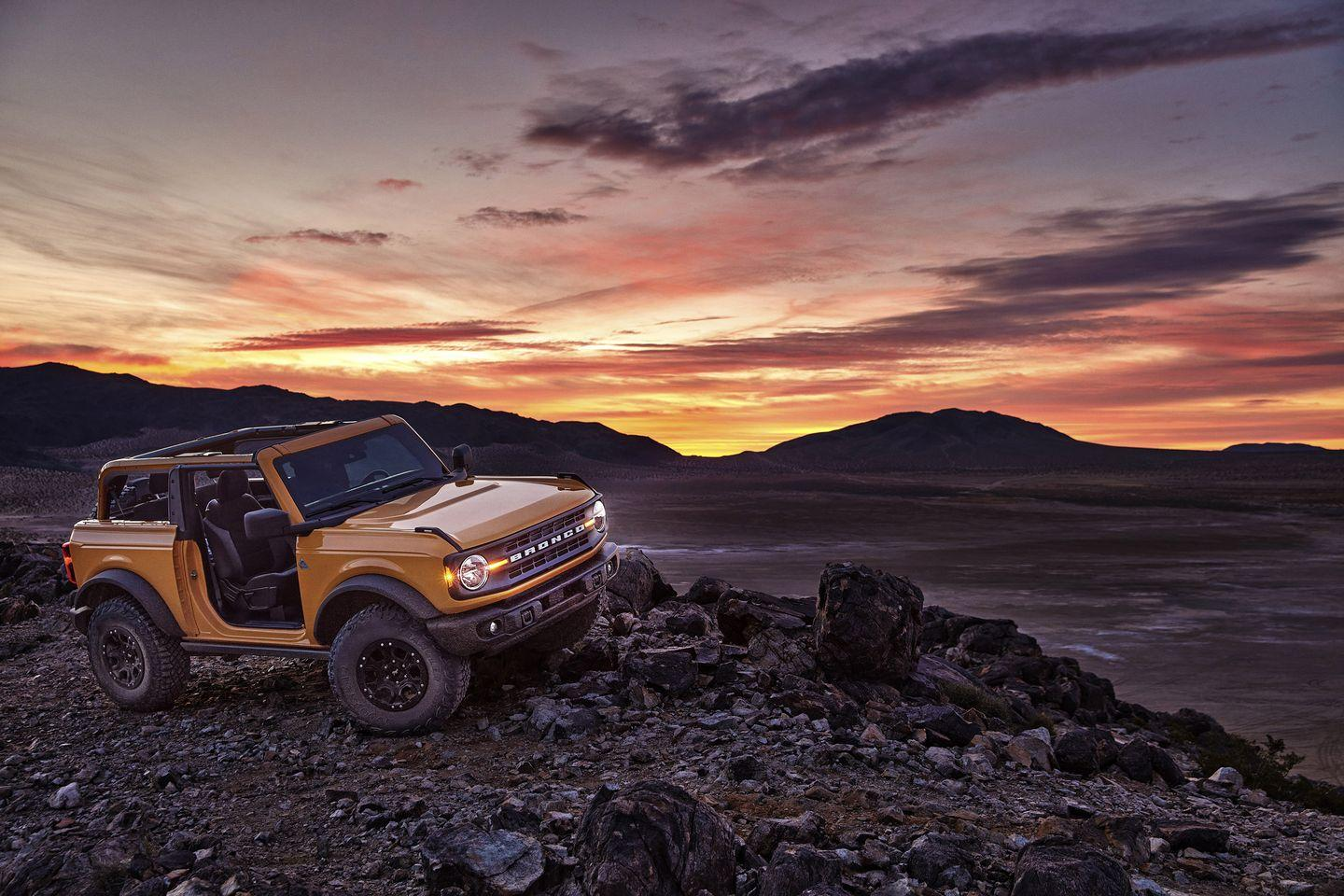 <p>We think Ford hit the nail on the head with the Bronco's exterior design. It looks retro yet modern, a perfect interpretation of what the Bronco might look like in the year 2020. There are squared-off body lines, round headlights, and plenty of muscular trim pieces. </p>