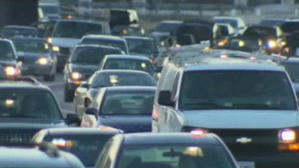 More Thanksgiving travelers driving to save money
