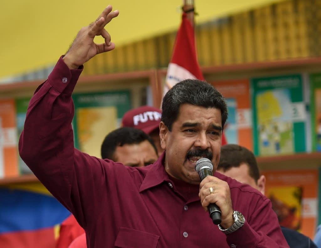Venezuelan President Nicolas Maduro speaks during a meeting in Caracas on October 28, 2016 (AFP Photo/Juan Barreto)