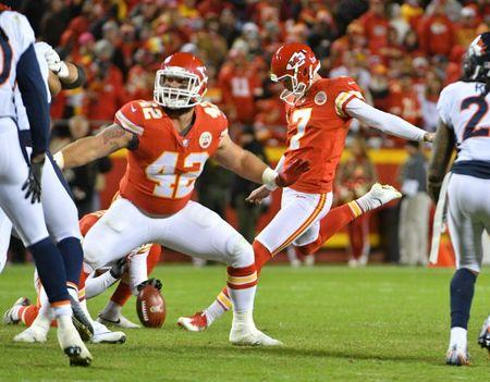Chiefs end skid with ugly win over Broncos 850e8a382