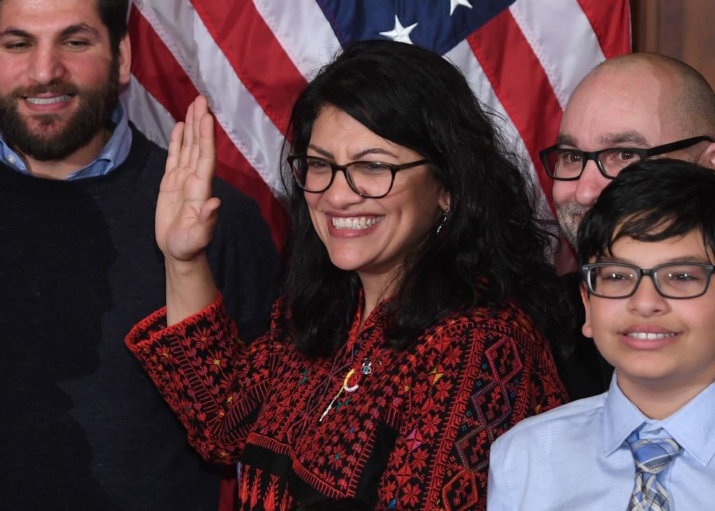 Rashida Tlaib takes the oath of office in Congress on January 3, 2019 (AFP Photo/SAUL LOEB)