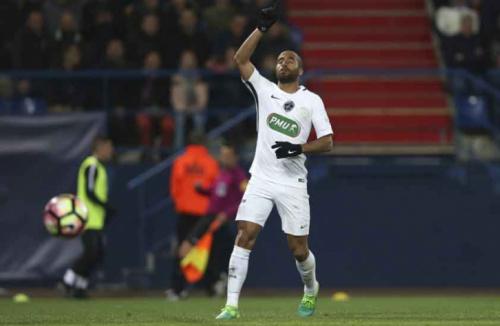 Lucas faz um, dá duas assistências e ajuda PSG a avançar na Copa