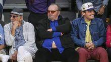 Wohl eher unfreiwillig: Jack Nicholson zeigt Bauch