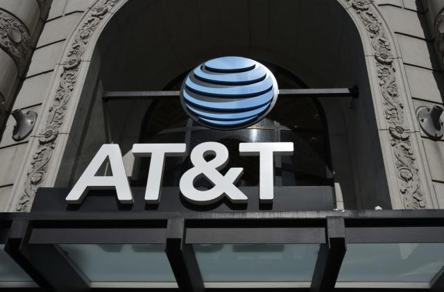 Man charged with bribing AT&T staff to illegally unlock phones