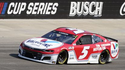 Larson continues dominance with win at Nashville