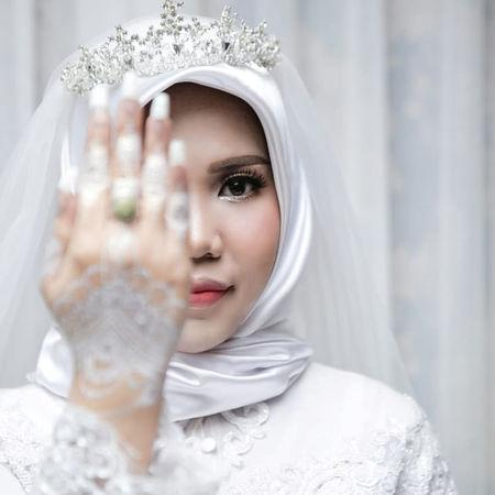 A wedding photo of the bride of a Lion Air flight JT610 victim, who carried on the celebration despite the absence of the groom, in Bangka, Bangka Belitong Province, Indonesia November 11, 2018 in this picture obtained from social media on November 16, 2018. LALA INDRA PERMANA/via REUTERS