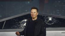 Elon Musk explica por qué se rompieron los cristales del Cybertruck