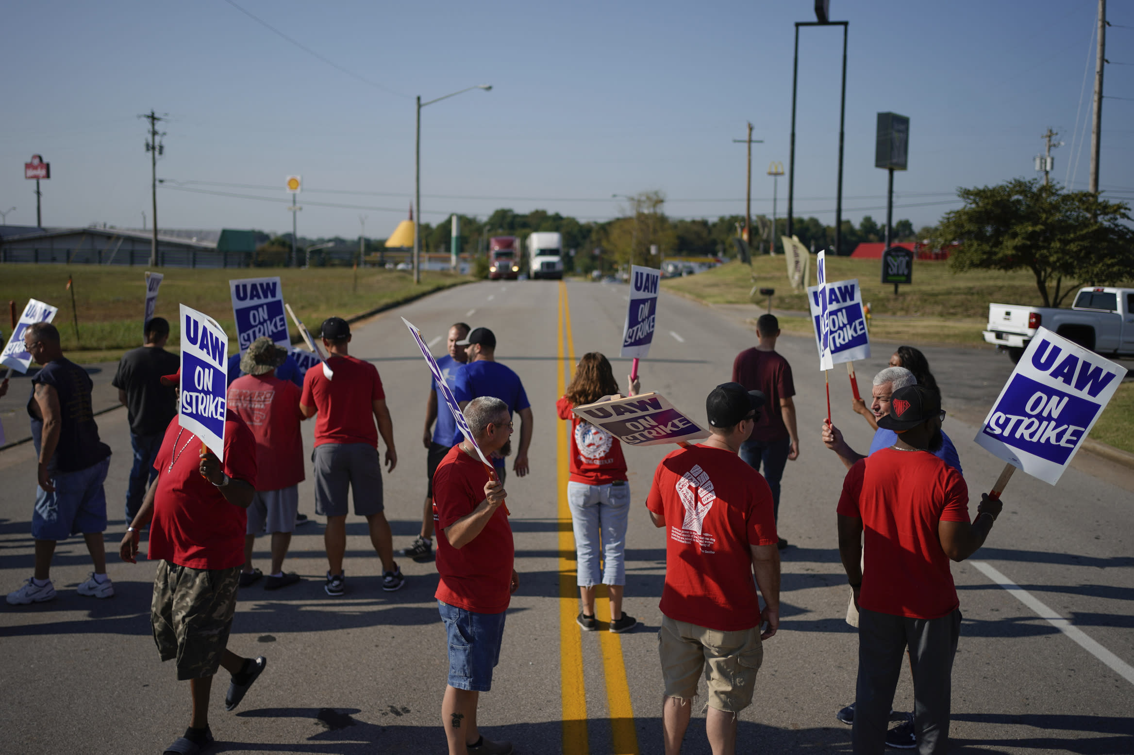 Tentative deal to end GM strike missing Trump's pet project in Ohio