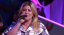 Watch Kelly Clarkson put a jazzy spin on the Weeknd's 'Can't Feel My Face'