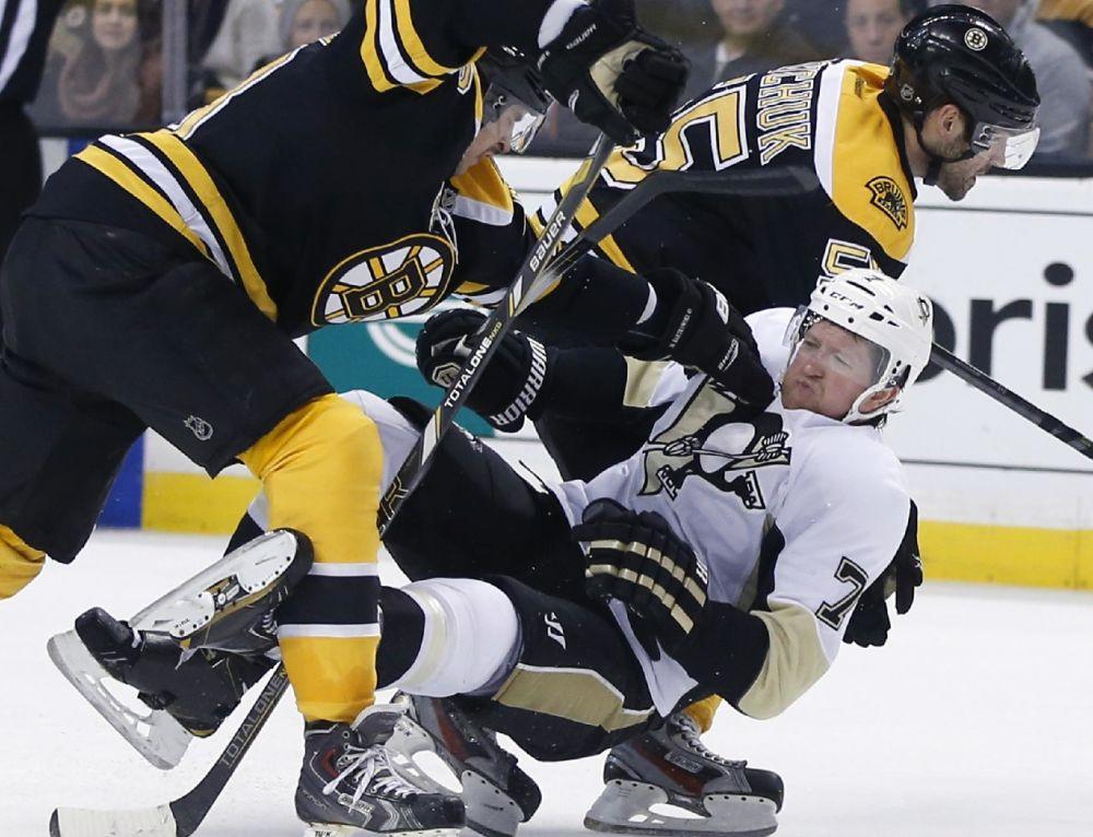 Penguins D Martin out 4-6 weeks with broken leg