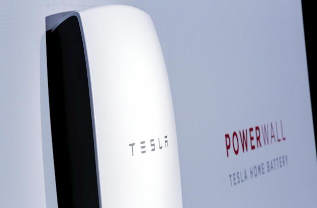 Tesla is shipping hundreds of Powerwall batteries to Puerto Rico