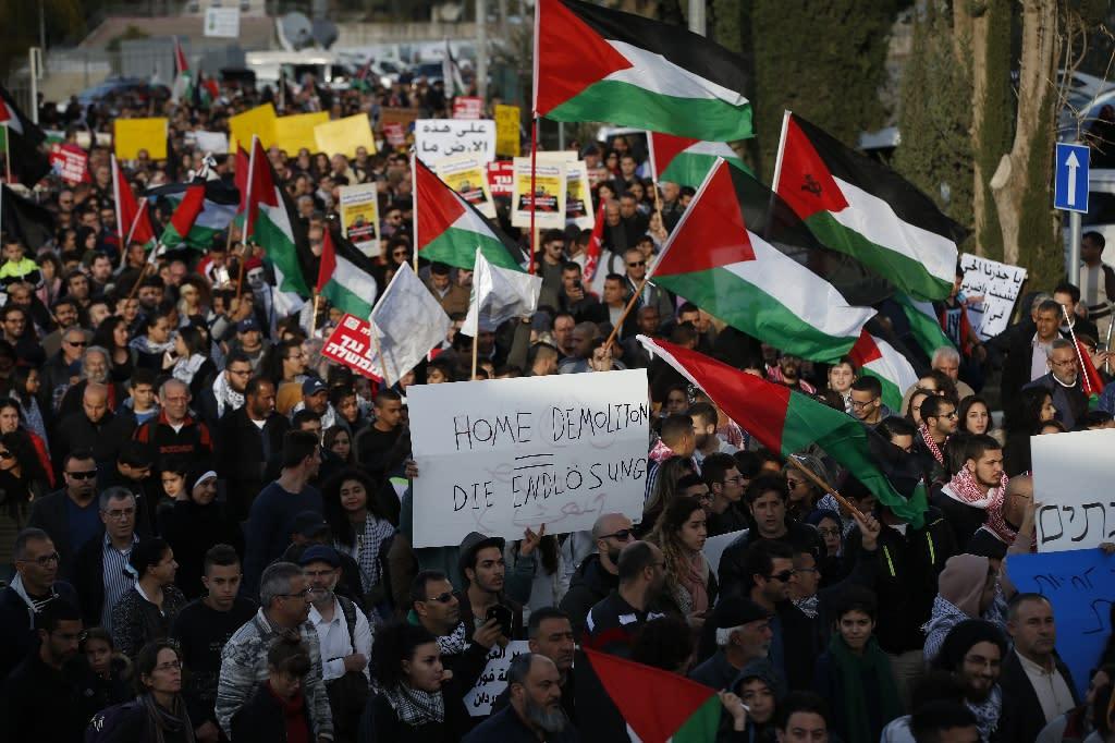 Arab Israelis take part in a demonstration against home demolitions in Arab neighbourhoods carried out by Israeli authorities, in the Arab Israeli city of Ar'Ara January 21, 2017 (AFP Photo/Ahmad Gharabli)